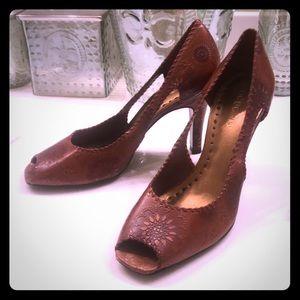 💕bcbgirls peep toe heels.